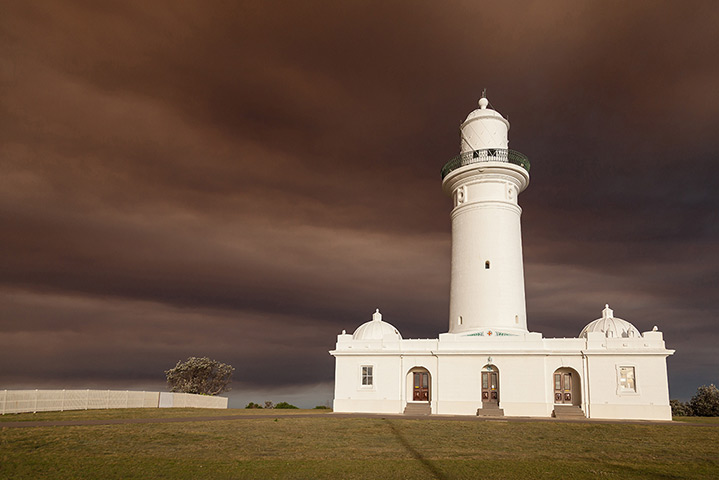 A blanket of smoke descends on Christison Park by the Macquarie Lighthouse